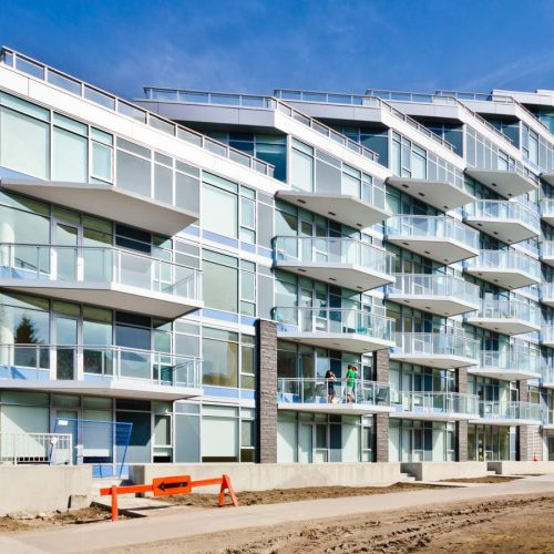 low-rise-apartment-outdoor-building-1472189